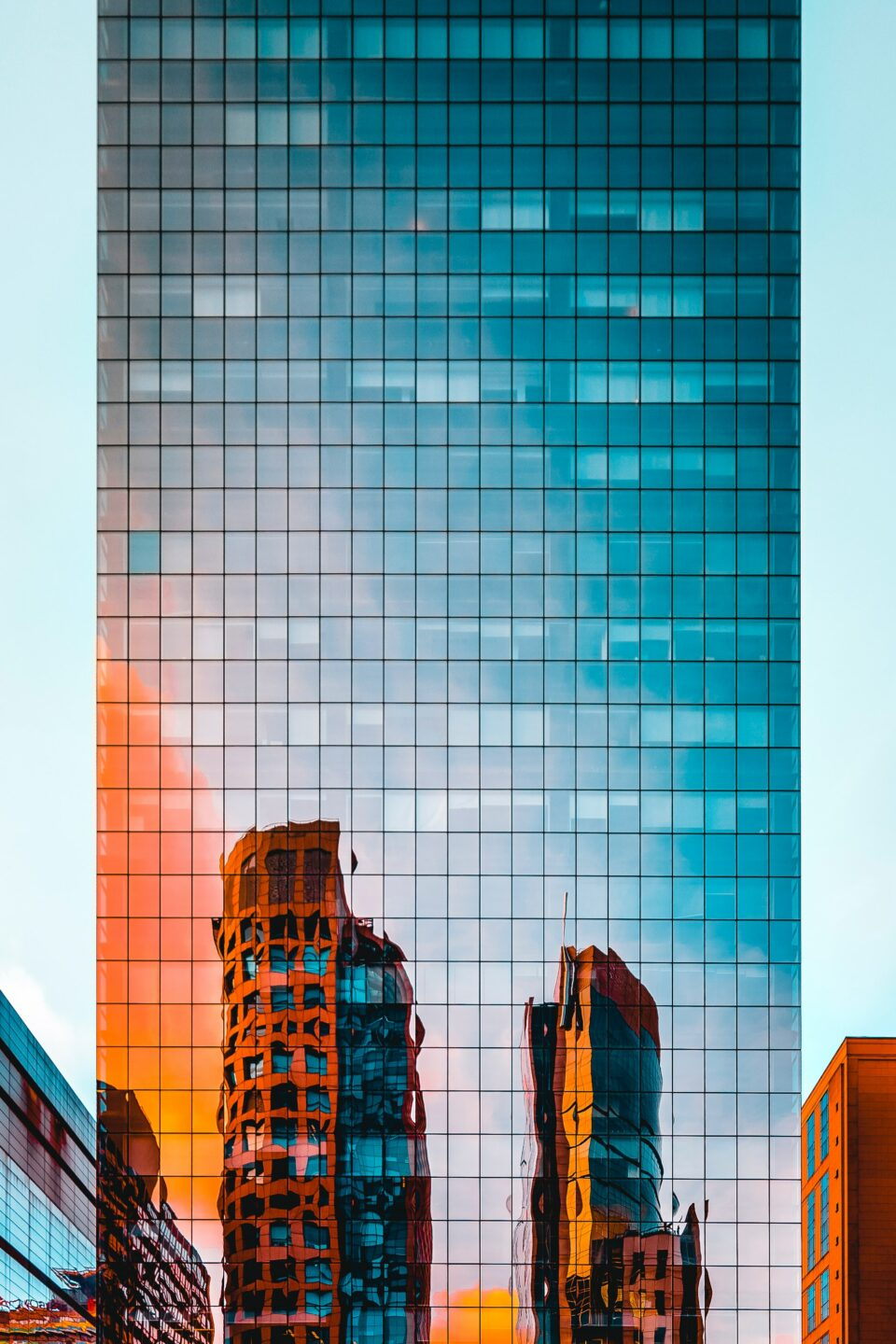 Change Finance -  - Mirror facade of tall building